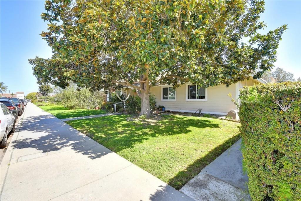 Photo of 18632 Demion Lane #C, Huntington Beach, CA 92646