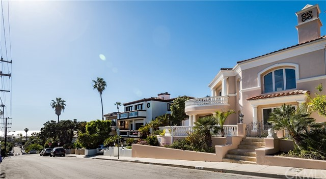 Property for sale at 725 11Th Street, Manhattan Beach,  California 90266