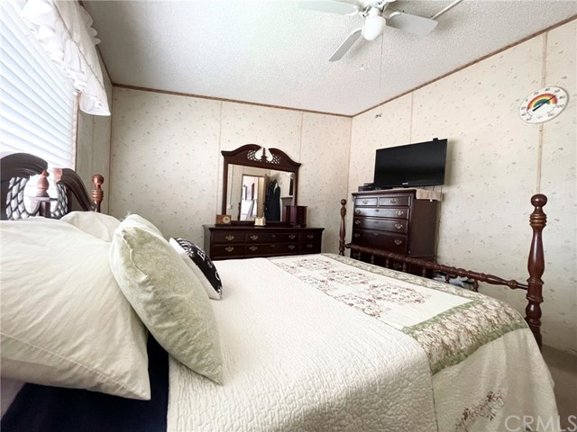 5120 Honeyhill Rd, Oak Hills, CA 92344 Photo 11