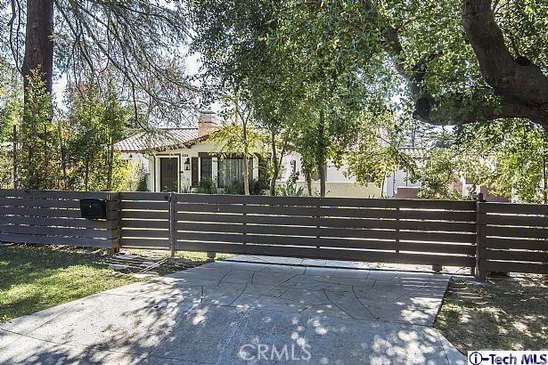 1040 E Woodbury Rd, Pasadena, CA 91104 Photo 2