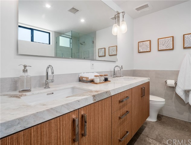 1845 11th Street, Manhattan Beach, California 90266, 2 Bedrooms Bedrooms, ,2 BathroomsBathrooms,For Sale,11th,SB20169072