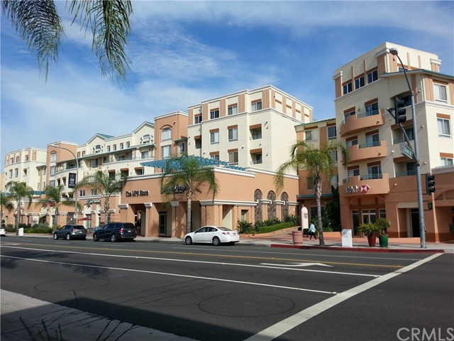 A Very secured and peace place to live and enjoy downtown Alhambra!  It close to everything here!  you can drive local road to downtown LA in 15 minutes. This condo equipped with private use 2 car parking spaces, tennis course, club house, court yard…