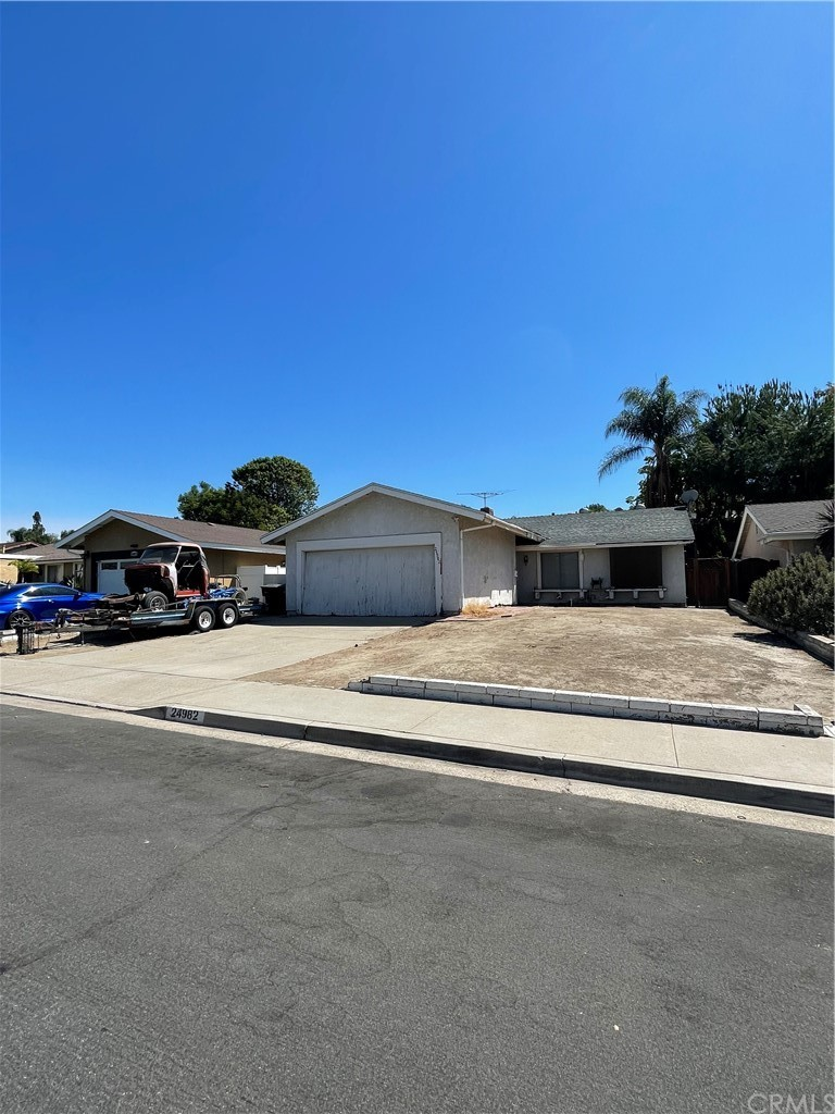 24982     Stagecoach Drive, Laguna Hills CA 92653