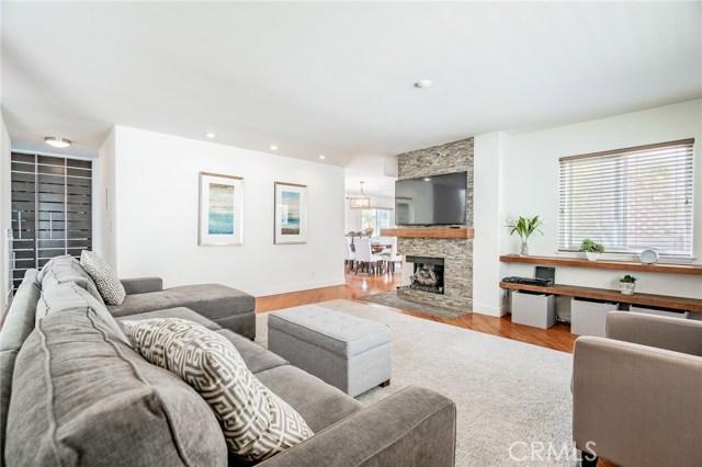 546 11th Street B, Hermosa Beach, California 90254, 2 Bedrooms Bedrooms, ,2 BathroomsBathrooms,For Sale,11th,SB20205704