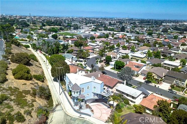 1410 Diamond Street, Redondo Beach, California 90277, 3 Bedrooms Bedrooms, ,1 BathroomBathrooms,For Sale,Diamond,SB21052149