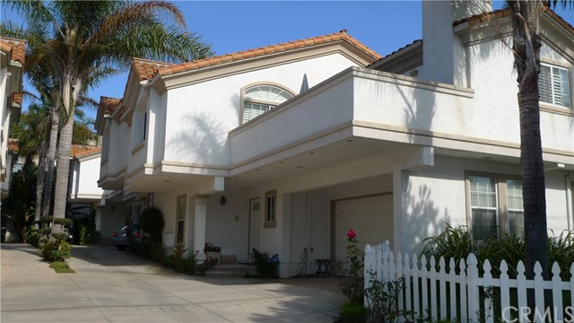 514 Francisca Avenue B, Redondo Beach, California 90277, 4 Bedrooms Bedrooms, ,2 BathroomsBathrooms,For Sale,Francisca,PF20031725