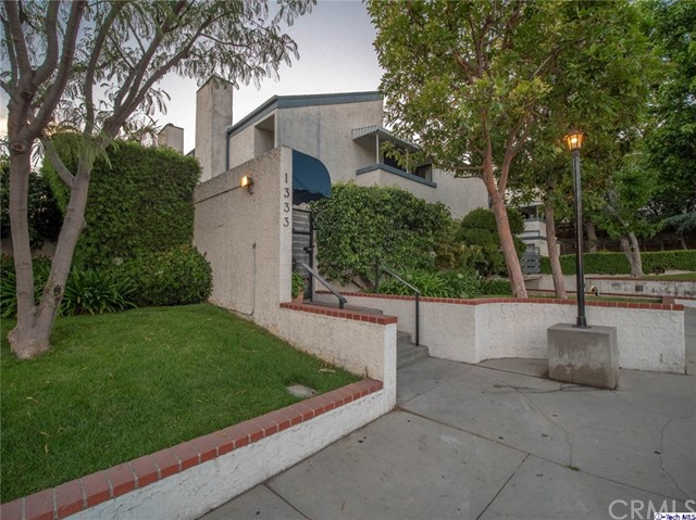 1333 Valley View Road 26, Glendale, CA 91202