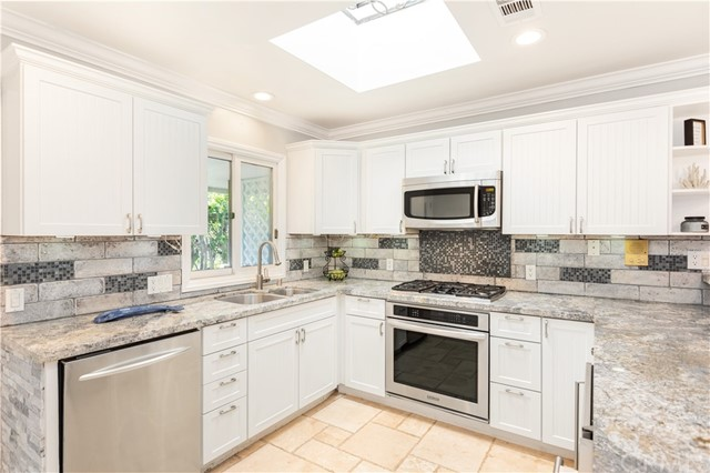 211 19th Street, Newport Beach, California 92663, 2 Bedrooms Bedrooms, ,3 BathroomsBathrooms,Residential Purchase,For Sale,19th,NP21226729