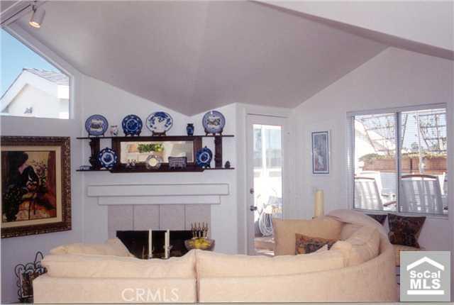 221 1/2 34TH Street, Newport Beach, California 92663, 2 Bedrooms Bedrooms, ,For Sale,1/2 34TH,U6600625