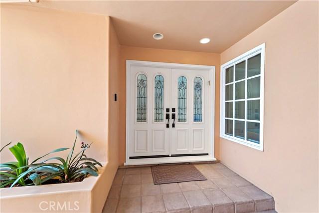 34. 302 Carnation Avenue Corona del Mar, CA 92625