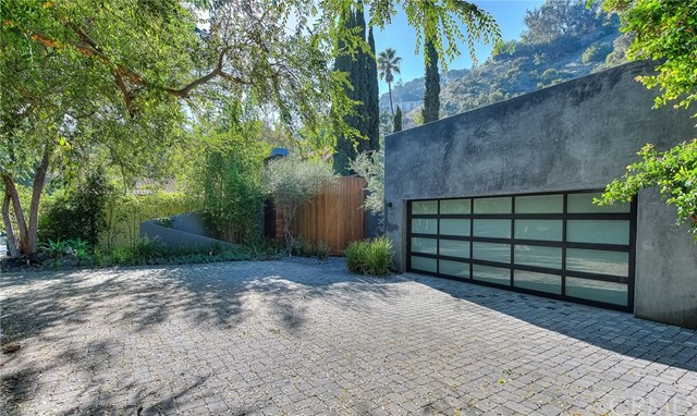 Photo of 1465 Benedict Canyon Drive, Beverly Hills, CA 90210