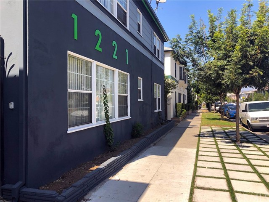 1221 S Fairfax Avenue, Los Angeles, CA 90019