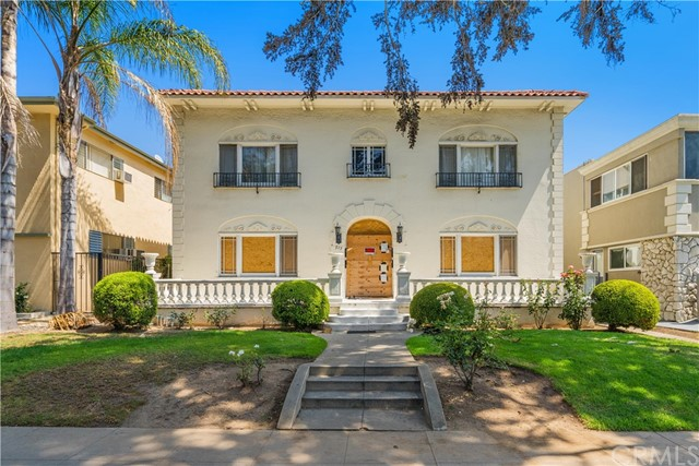 917 Lincoln Blvd is a value add 6-unit building located north of Wilshire Boulevard in one of the premier residential neighborhoods in the Country. The two buildings consist of 5,416 SF of living space situated on a large 7,500 SF lot. The property offers a great unit mix consisting of (4) 3-Bed/2.5-Bath, (1) 2-Bed/2-Bath, and (1) 1-Bed/1-Bath. The property also features an on-site laundry facility and (5) 1-car garages with the potential to convert two of the garages into a 1-bedroom ADU (buyer to verify). Four of the six units have been partially gutted, and the property will be sold in as-is condition.  Located exactly 7 blocks from the 3rd Street Promenade, this is an incredible opportunity for any investor seeking growth, stability, and a hedge against inflation.