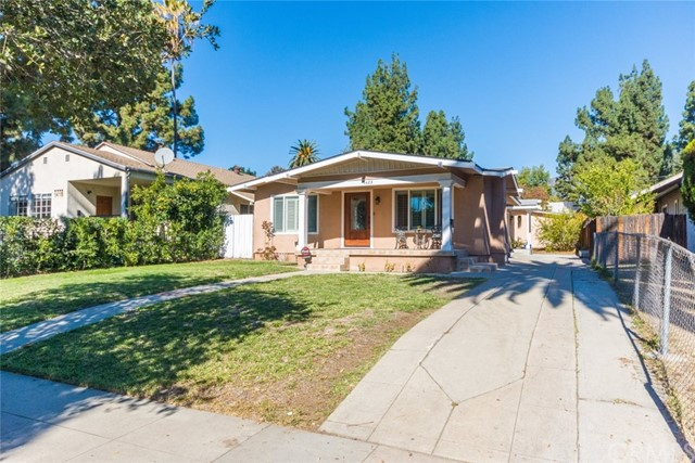 1423 Las Lunas Street, Pasadena, CA 91106