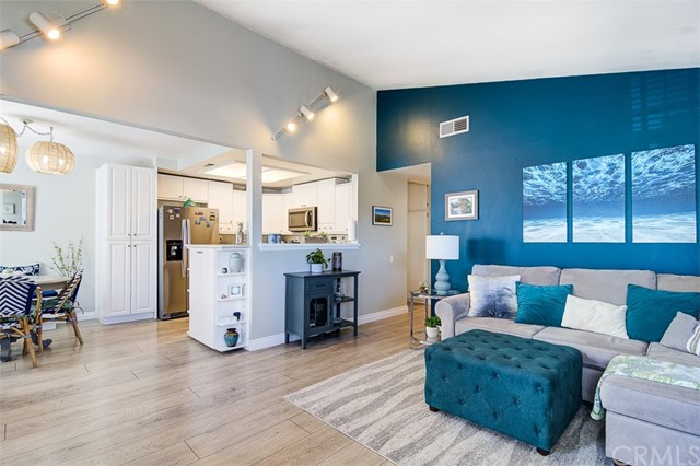 Laminate Flooring, Vaulted Ceiling, Open Floorplan