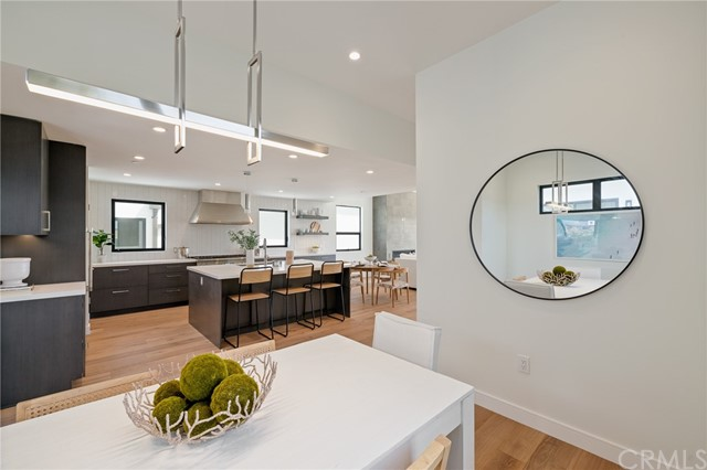 Plenty of versatilty to accommodate a modern, beach lifestyle (shown here using reverse of 961 Unit A staging)