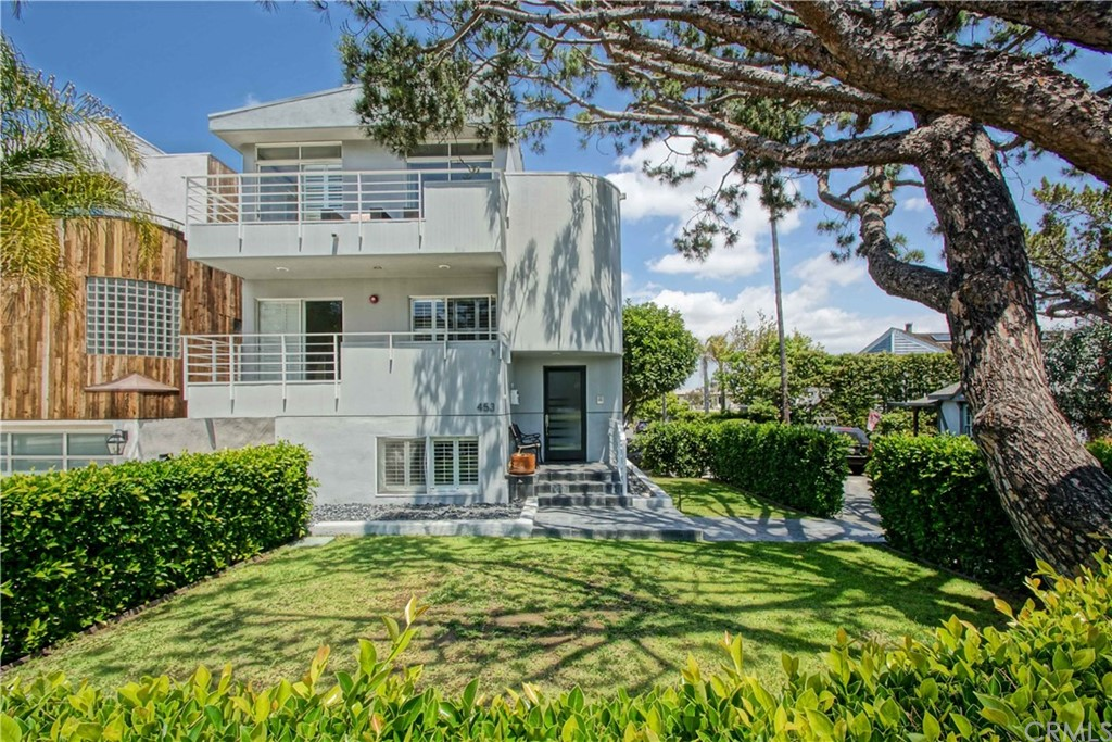 Beautiful updated 3 bedroom and 4 bath home in the highly sought after Manhattan Beach Sand section. 2,054 sq ft on an oversized corner lot (30'x106'). Enjoy sunset and ocean views from the front deck and relax in the front yard (yes, yard!) Centrally located walking distance to award winning Grandview elementary school, downtown MB, parks, greenbelt, and the BEACH! updated kitchen and baths, gorgeous hardwood floors and newer exterior paint. 4 CAR PARKING!!! An all around great home in an excellent location...