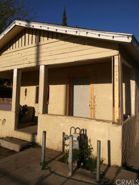 217 Daniels Street, Bakersfield, CA 93307