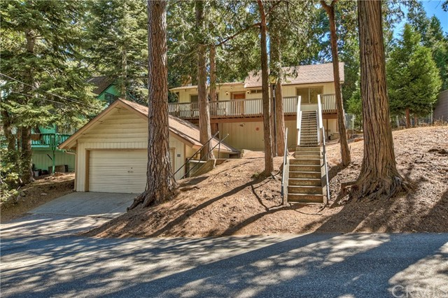 689 Clubhouse Drive, Twin Peaks, CA 92391