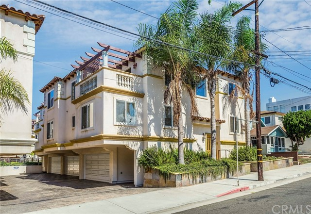 613 1st Place, Hermosa Beach, California 90254, 4 Bedrooms Bedrooms, ,2 BathroomsBathrooms,For Sale,1st,PV19008292