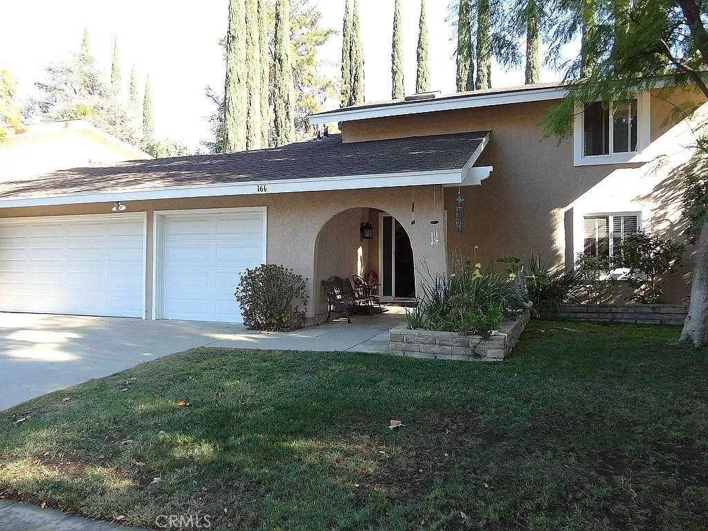 166     Locust Avenue, Oak Park CA 91377