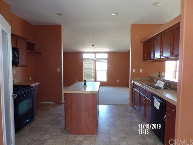 8380 Fairlane Rd, Lucerne Valley, CA 92356 Photo 2