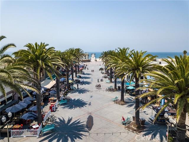 Famous Pier Plaza