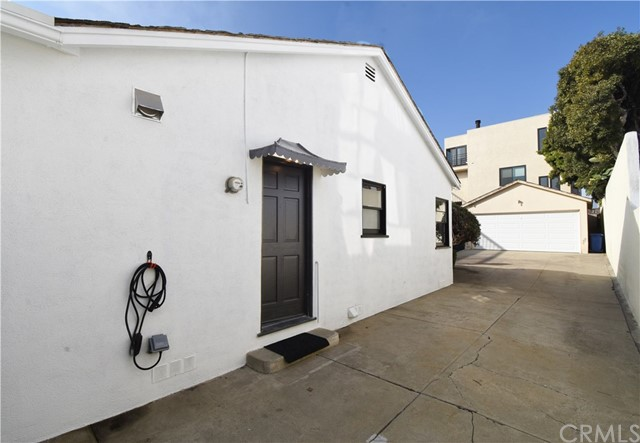 707 3rd Street, Hermosa Beach, California 90254, 2 Bedrooms Bedrooms, ,1 BathroomBathrooms,For Rent,3rd,PV21006044