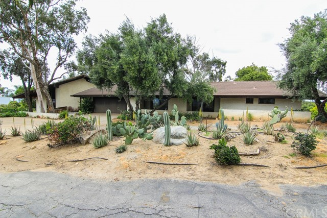 17860 Vista Del Lago Drive, Riverside, CA 92503