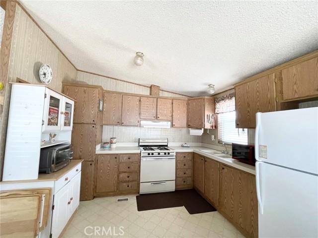 5120 Honeyhill Rd, Oak Hills, CA 92344 Photo 7