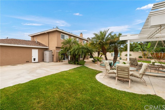 38. 2016 Calvert Avenue Costa Mesa, CA 92626