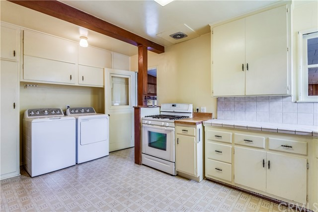1813 Lynngrove Drive, Manhattan Beach, California 90266, 2 Bedrooms Bedrooms, ,For Sale,Lynngrove,SB18291838
