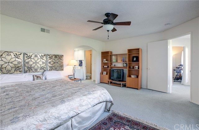 26 Nuevo, Irvine, CA 92612 Photo 13