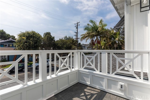 1009 10th Street, Manhattan Beach, California 90266, 6 Bedrooms Bedrooms, ,6 BathroomsBathrooms,For Sale,10th,SB20191927