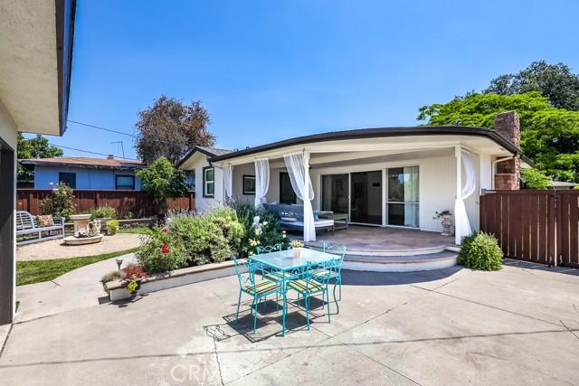 19. 2102 Poinsettia Street Santa Ana, CA 92706