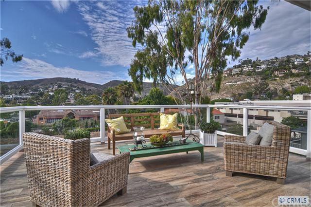 One of kind income properties in the heart of Laguna Village with indoor/ outdoor living terraces . Completely redesigned and upgraded. Consists of 5 Luxury residences with wood floors ,gourmet kitchen and indoor laundry for each unit. Amazing ocean and city views. A very unique building with great income. A must see...