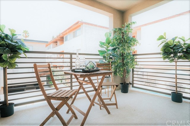 Spacious Balcony/Deck