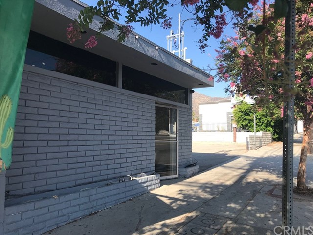 8043 Foothill Boulevard, Sunland, CA 91040