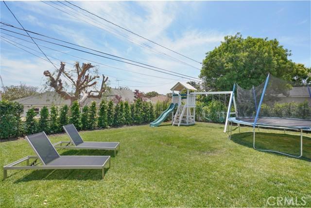 17. 7334 Kentwood Avenue Los Angeles, CA 90045