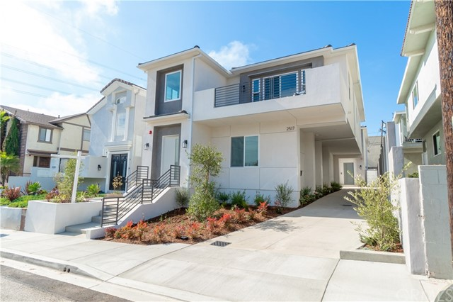 2517 Voorhees Avenue A, Redondo Beach, California 90278, 4 Bedrooms Bedrooms, ,3 BathroomsBathrooms,For Sale,Voorhees,SB20152945