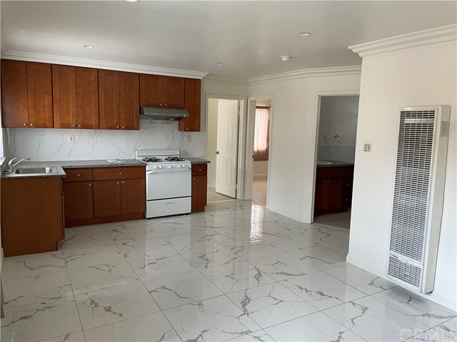 11325 Unit Living room/Kitchen
