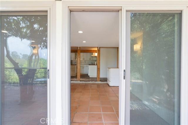 30. 2135 Navarro Avenue Altadena, CA 91001
