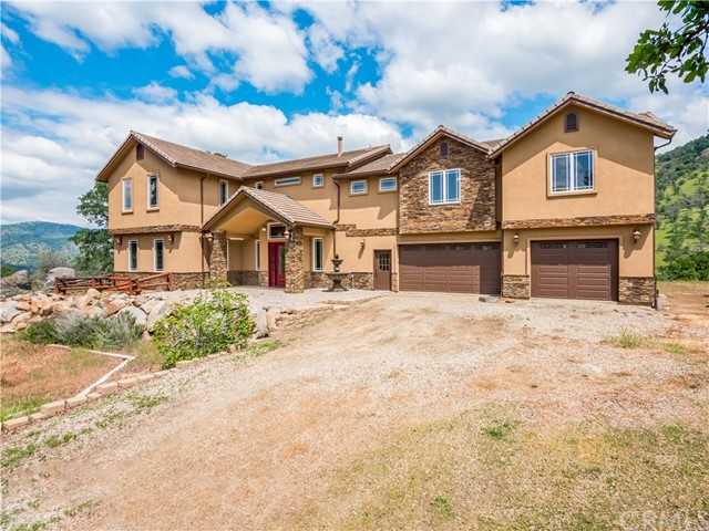 39013 Willowood Lane, Squaw Valley, CA 93675