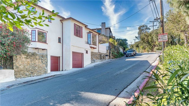 6908 Woodrow Wilson Drive, Hollywood Hills, CA 90068