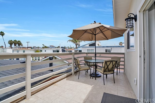 114 42nd Street, Newport Beach, California 92663, ,Residential Income,For Sale,42nd,NP21225379