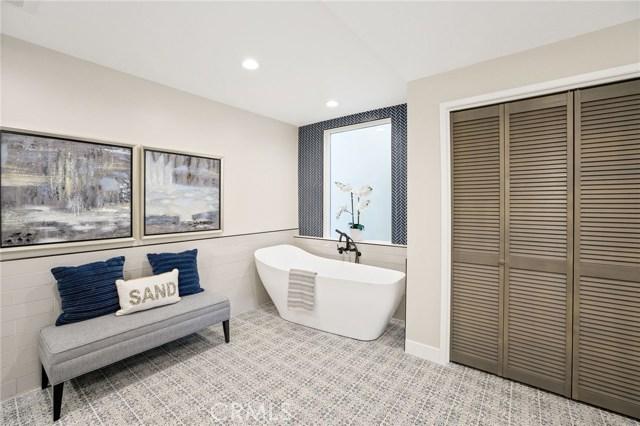 Lower level master bathroom - soaking tub!