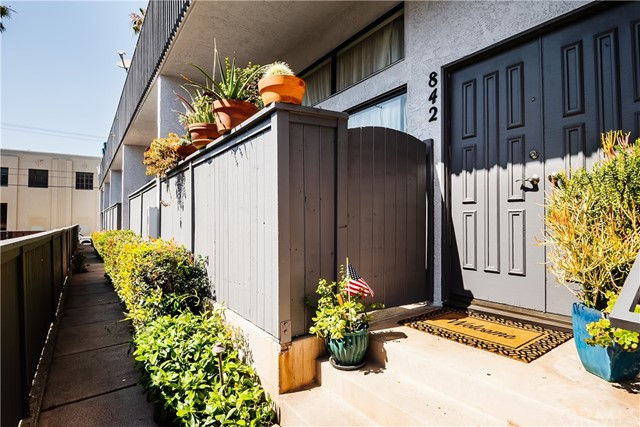 842 1st Street, Hermosa Beach, California 90254, 2 Bedrooms Bedrooms, ,3 BathroomsBathrooms,For Sale,1st,SB20131143