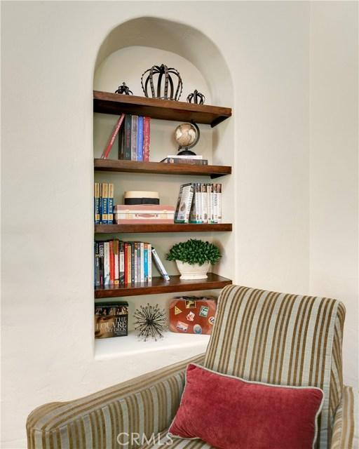 Built-in Bookshelves in the Living Room