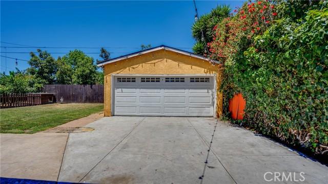 24. 10453 Mary Ave Los Angeles, CA 90002
