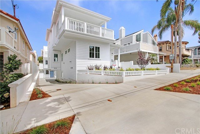 GREAT CURB APPEAL & OVERSIZED DRIVE WAY TO #B IN REAR